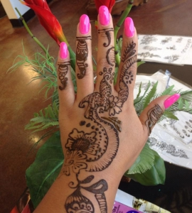 14-Sweet-Eyebrow-Threading-Henna-Tattoo-Tinting-Hair-Oil-Massage-Henna-for-Hair-UpTown-Dallas