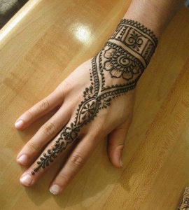 22-Sweet-Eyebrow-Threading-Henna-Tattoo-Tinting-Hair-Oil-Massage-Henna-for-Hair-UpTown-Dallas